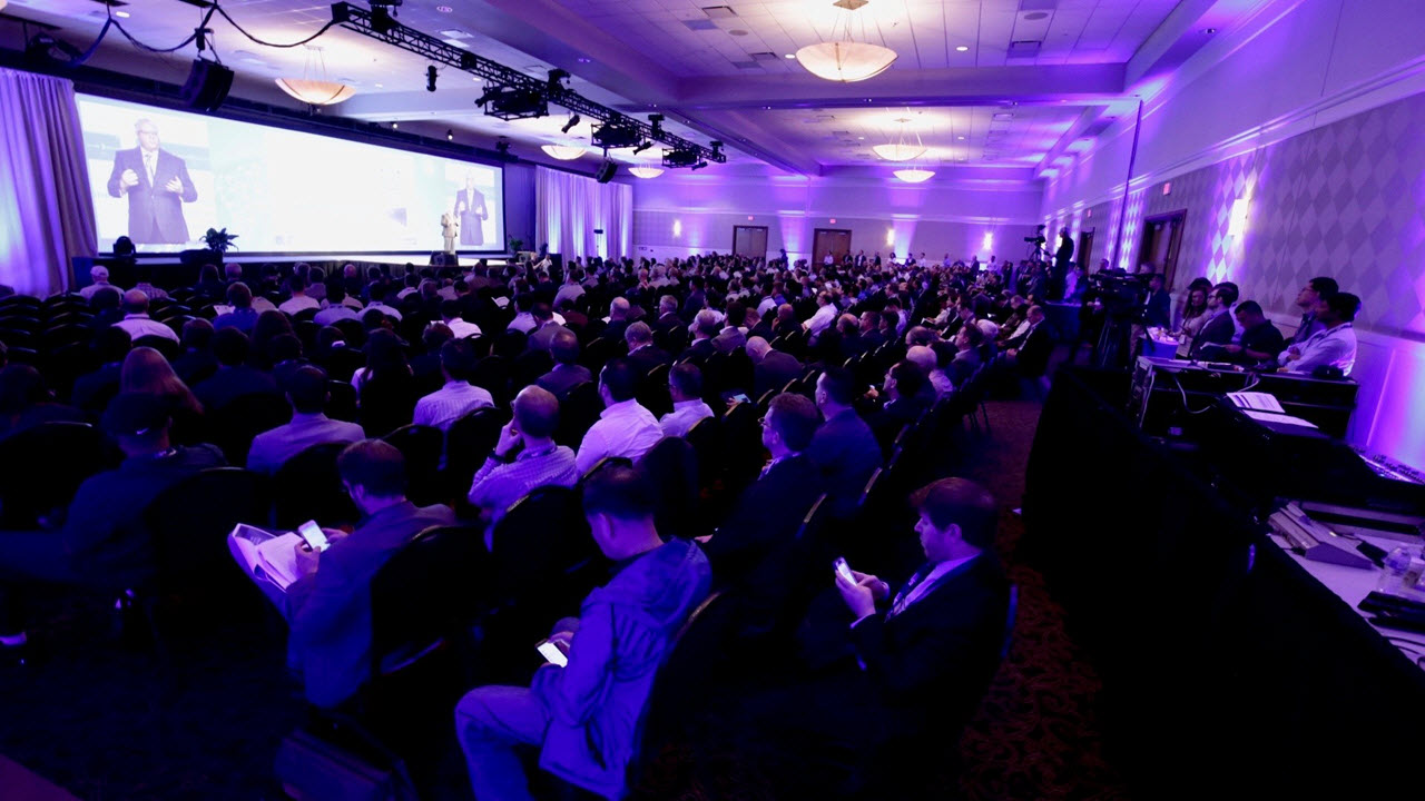 3DEXPERIENCE Modeling and Simulation Conference- crowd in hallroom > Image > Dassault Systèmes®