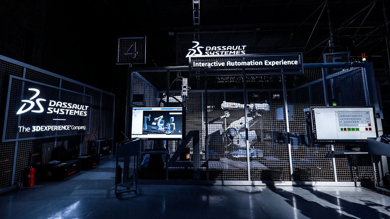 Manufacturing in the Age of Experience 2019 - Speaker presenting > Image > Dassault Systèmes®